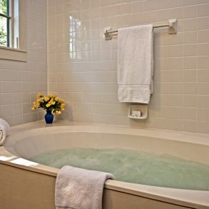 Schoolhouse Cottage bath