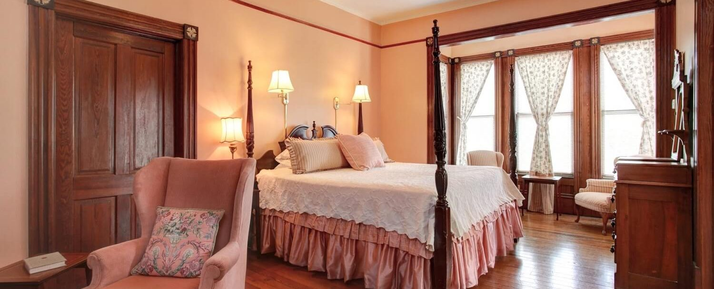 Magnolia Suite beautiful four poster bed mauve decor