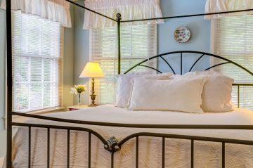 Provincial Suite White linens