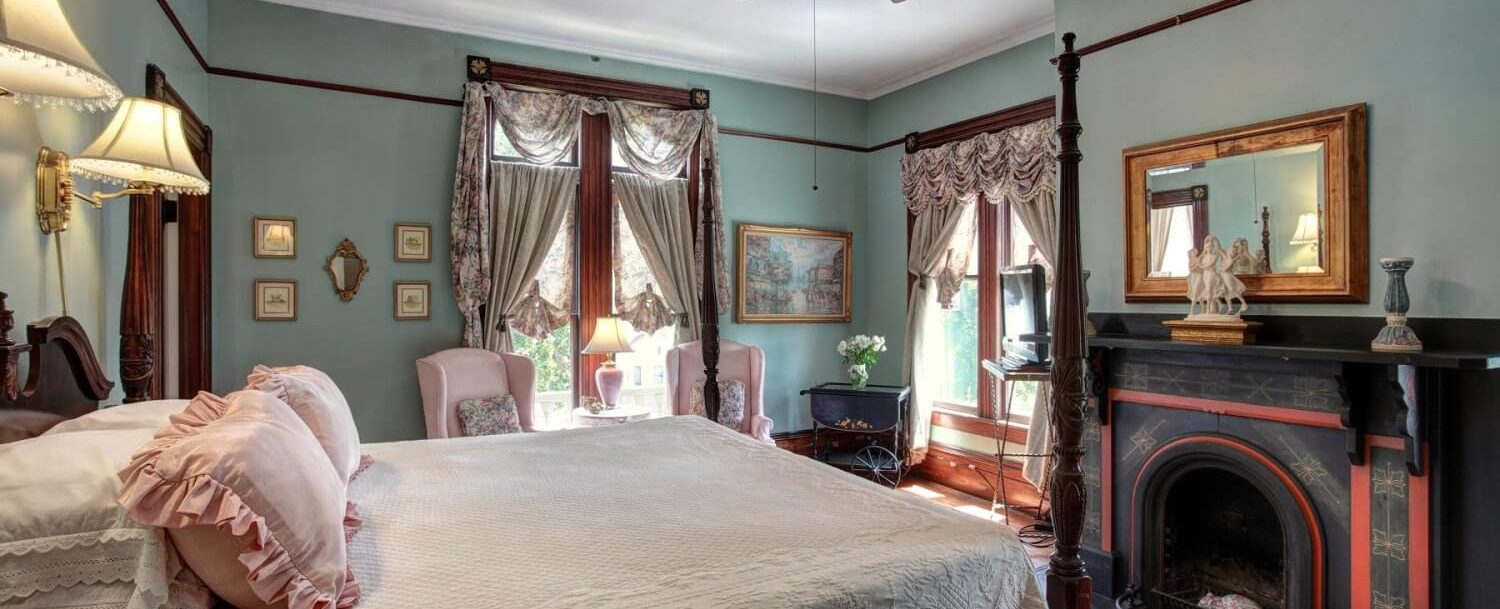 The Tapestry Room Bed